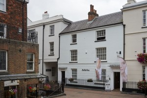 Lower Pantiles - Cosmetic Surgery Clinic